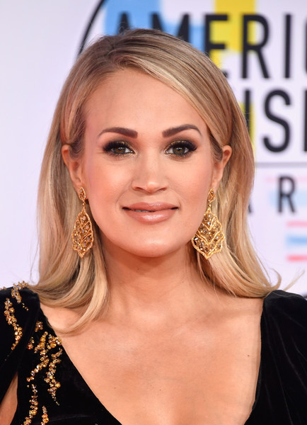Carrie Underwood Long Straight Cut [hair,face,hairstyle,blond,eyebrow,chin,long hair,layered hair,lip,forehead,arrivals,carrie underwood,american music awards,microsoft theater,los angeles,california]