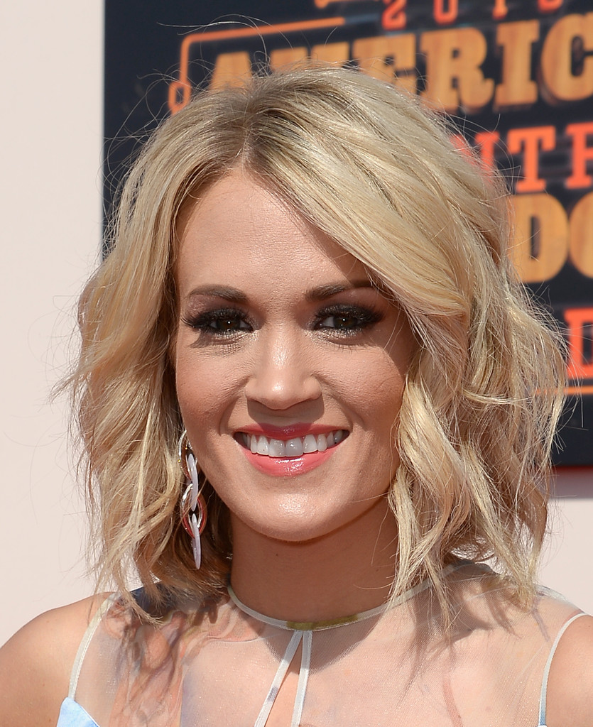 Carrie Underwood Medium Wavy Cut Carrie Underwood Looks