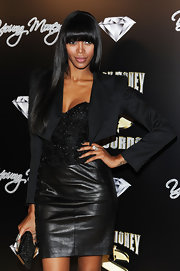 Jessica White added drama to an all-black ensemble with simple but chic stacked diamond rings.