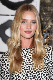 Rosie Huntington-Whiteley was boho-pretty at the Artist in Residence event wearing this center-parted, wavy 'do.