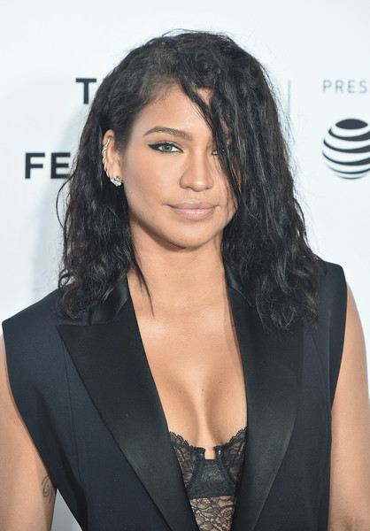 Cassie Medium Wavy Cut