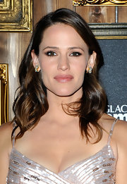 Jennifer Garner kept her lips soft and neutral at the Toronto Film Festival. To try her look at home, we recommend a beige-pink lipstick with a shimmering finish like YSL Volupte Sheer Candy Crystal Color in Lush Coconut.