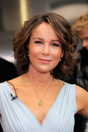 Jennifer Grey took home with trophy for 'Dancing with the Stars'. She showed off her tousled curls while hitting the 'Good Morning America' show.