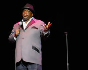 Cedric the Entertainer's gray blazer had a super stylish appeal, thanks to its black satin lapels and pocket flaps.