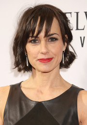 Constance Zimmer sported a wavy bob with wispy bangs at the 2016 White House Correspondents' Association Dinner.