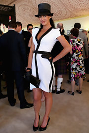 Megan Gale chose a black patent leather clutch to complete her classy Victoria Derby Day ensemble.