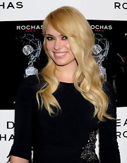 Patricia Conde rocked some major waves while attending a party in Madrid. Her long blonde curls perfectly framed her face.