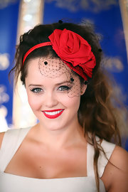 Rebecca Breeds wore a pretty rose fascinator to the Emirates Stakes Day.