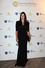 Gisella's long black dress looked sleek and sophisticated on the star.