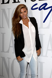 Nina is sexy in an oversized boyfriend shirt over her light wash skinny jeans.