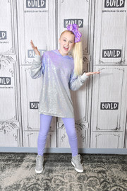 JoJo Siwa teamed her top with lavender skinnies.