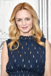 Heather Graham sported a perfectly sweet wavy 'do while visiting Build.