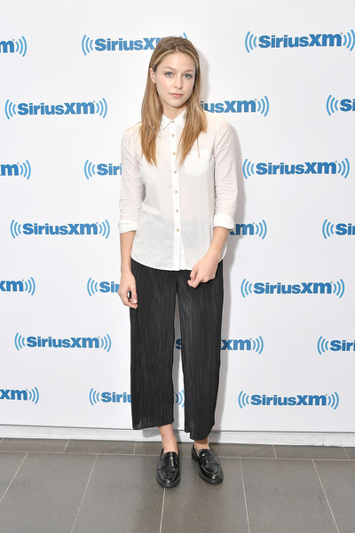 More Pics of Melissa Benoist Capri Pants (1 of 4) - Pants & Shorts Lookbook - StyleBistro