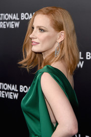 Jessica Chastain looked totally glam wearing a pair of Piaget diamond chandelier earrings with her emerald gown at the National Board of Review Gala.