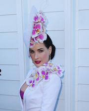 Dita Von Teese looked super charming wearing this orchid-embellished hat by Philip Treacy during Melbourne Cup Day.