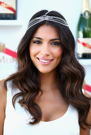 Pia Miller looked oh-so-romantic during Melbourne Cup Day with her sculpted waves adorned with a lovely headband.