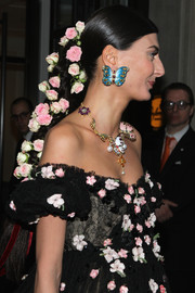 Giovanna Battaglia accessorized with a whimsical pair of butterfly earrings to complement all those flowers.