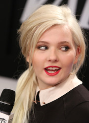Abigail Breslin's bright red lipstick looked striking against her pale skin.