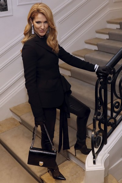 Celine Dion Chain Strap Bag [clothing,fur,footwear,leg,knee-high boot,outerwear,boot,dress,high heels,stairs,christian dior,celine dion,canadian,patrick kovarik,haute couture fall,front row,paris,afp,paris fashion week,collection fashion show]