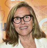 Meredith Vieira sported a shoulder-length 'do with flippy ends at the opening night performance of 'Quack.'