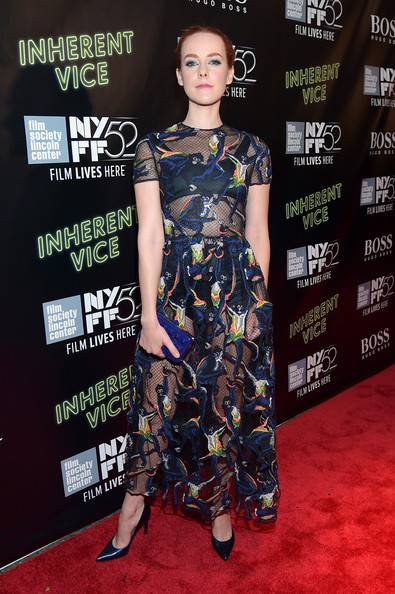 Jena Malone complemented her frock with a studded cobalt clutch, also by Valentino.