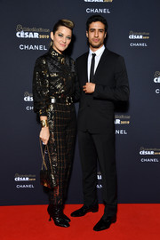 Marion Cotillard's printed shoulder bag was a perfect match to her shirt and pants.