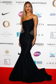 Nicole Scherzinger brought a whiff of Old Hollywood to the Champ'Seed party with this strapless black mermaid gown.