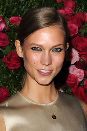 Karlie Kloss kept it simple with a side-parted ponytail when she attended the Chanel Artist Dinner.