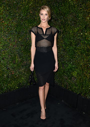 Rosie Huntington-Whiteley complemented her dress with a Chanel double-C purse.