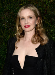 Julie Delpy looked lovely with her bouncy curls at the Chanel and Charles Finch pre-Oscar dinner.