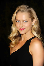 Teresa Palmer wore her hair in long sexy waves at the Chanel and Charles Finch pre-Oscar Dinner.