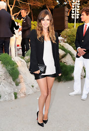 Rachel Bilson teamed her Chanel Couture ensemble with a chain-trimmed black quilted clutch.