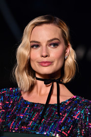 Margot Robbie looked cool with her asymmetrical wavy 'do at the Chanel Cruise show.
