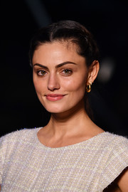 Phoebe Tonkin styled her hair into a low, center-parted ponytail for the Chanel Cruise show.