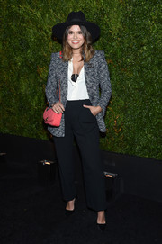 Atlanta de Cadenet accessorized with a quilted pink Chanel bag for a pop of color to her monochrome outfit.