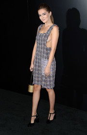 Zoey Deutch styled her look with a cylindrical chain-strap bag by Chanel.