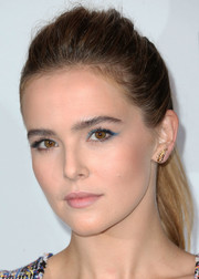 Zoey Deutch styled her hair into a mildly messy ponytail for the Chanel dinner.