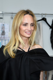 Lauren Santo Domingo opted for a casual wavy hairstyle when she attended the Chanel Couture show.