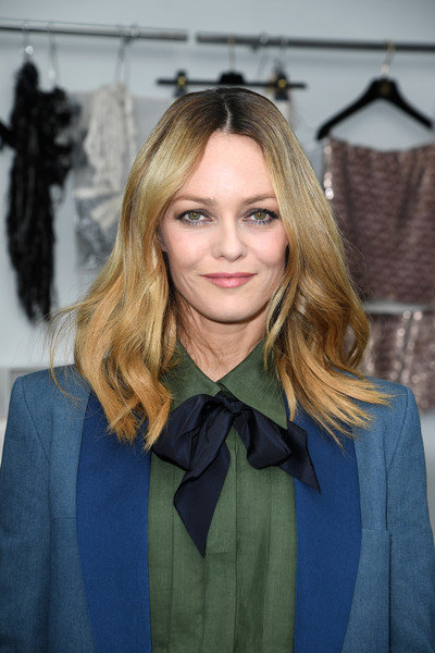 Vanessa Paradis channeled the '70s with this center-parted wavy hairstyle at the Chanel Couture show.
