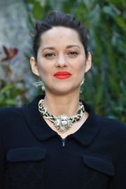 Marion Cotillard accessorized with an eye-catching pearl statement necklace.