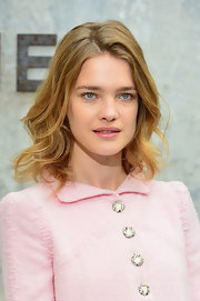 Natalia opted for a totally effortless, natural wave at the Chanel Haute Couture show.