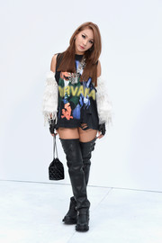 Lee Chae-rin didn't seem to have shorts on, but she did cover up her legs in a pair of tough-looking black thigh-high boots.