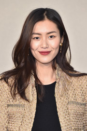 Liu Wen sported a casual center-parted hairstyle when she attended the Chanel Haute Couture show.
