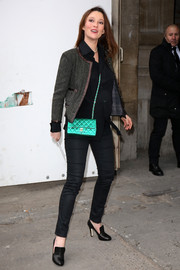 Audrey Marnay brightened up her ensemble with a metallic green Chanel shoulder bag.