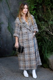Miroslava Duma carried an elegant quilted bag by Chanel when she attended the brand's Spring 2018 show.