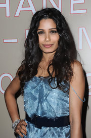 Freida Pinto wore her hair in soft, shiny curls at the Chanel Paris-Bombay Show