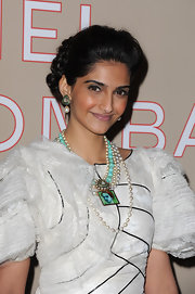 Sonam Kapoor looked queenly at the Chanel fashion show with her layered pearl necklace and matching earrings.