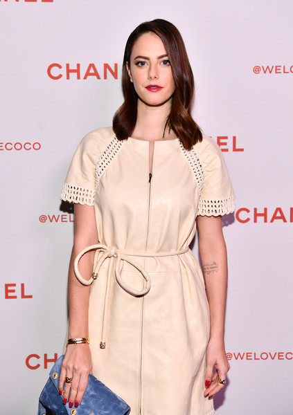 More Pics of Kaya Scodelario Envelope Clutch  (2 of 2) - Clutches Lookbook - StyleBistro [clothing,white,fashion model,dress,shoulder,fashion,hairstyle,waist,pink,fashion design,kaya scodelario,@welovecoco,chanel beauty house,california,los angeles,chanel party]