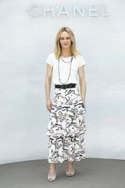 Nude ankle-strap peep-toes finished off Vanessa Paradis' outfit.