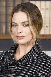 Margot Robbie styled her hair into a loose, low ponytail for the Chanel Couture Fall 2019 show.
